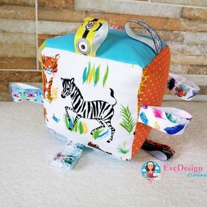 Babakocka csörgővel, Gyerek & játék, Játék, Készségfejlesztő játék, Varrás, Hímzés, Babakocka a legkisebbeknek.\nA termék minőségi pamutvászonból készült.\nA kocka éleibe különböző színű..., Meska
