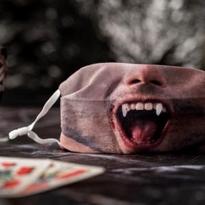 Aktívszenes filterrel, dróttal és stopperrel: Vámpír – férfi arcmaszk Halloween-re, Vicces, Maszk, Arcmaszk, Fotó, grafika, rajz, illusztráció, Varrás, A vámpír arcmaszk a textilmaszkokkal megegyező funkciót tölt be és az általa nyújtott védelem mérték..., Meska
