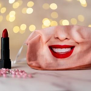 Aktívszenes filterrel, dróttal és stopperrel: Tündöklő mosoly - női textil arcmaszk, Vicces, Maszk, Arcmaszk, Fotó, grafika, rajz, illusztráció, Varrás, A tündöklő mosoly női arcmaszk a textilmaszkokkal megegyező funkciót tölt be és az általa nyújtott v..., Meska