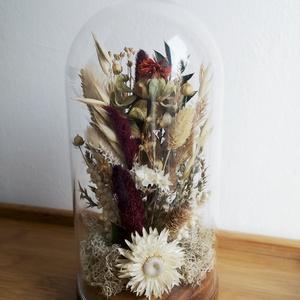 Sáfrányos szárazvirág kompozíció üvegbúra alatt, Otthon & Lakás, Dekoráció, Csokor & Virágdísz, Virágkötés, Szárított virágokból készült virágdísz, üvegbúra alatt, fa alátéten.\n\nAz üvegbúra magassága 200 mm, ..., Meska