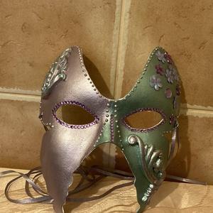 """Pillangó maszk, Maszk, Arcmaszk, Női, Papírművészet, \""""Titkok őrzője\""""\nOrgonalila és türkiz, papírmasé maszk. Akril metálfestékkel, gyöngy tollal, levegőn ..., Meska"""