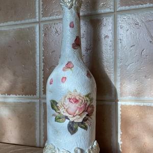 Elegáns rózsás üveg, Otthon & Lakás, Dekoráció, Díszüveg, Decoupage, transzfer és szalvétatechnika, Rózsákkal, rózsaszirmokkal díszített. Alul - felül gyurmarózsák futnak körbe. Az üveg kupakja is kéz..., Meska