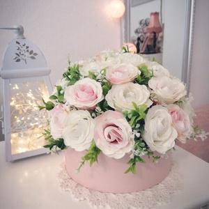 Vintage rózsabox, Csokor & Virágdísz, Dekoráció, Otthon & Lakás, Virágkötés, Gyönyörű, vintage stílusú, nagy méretű rózsabox, amelyből csak 1db készült. Akár az otthon dekoráció..., Meska