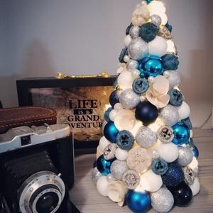 Karácsonyfa gömbökből, termésből, Karácsony & Mikulás, Karácsonyi dekoráció, Virágkötés, Nagyon szép, egyedi készítésű asztali karácsonyfa. Bármilyen színben rendelhető! :) Teljes nagysága ..., Meska