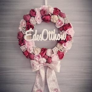 Virágos ajtó kopogtató, Otthon & Lakás, Dekoráció, Ajtódísz & Kopogtató, Virágkötés, Nagyon szép, bordó-rózsaszín színvilágú kopogtató fa alapon elkészítve :) nagyon szép, virágos masni..., Meska