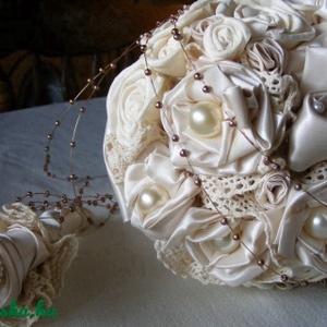 Bieder Moments Menyasszonyi Csokor Rendelhető, Esküvő, Esküvői csokor, Ez a csokor egy csodálatos időutazás. Régi hölgyek üzenete a legmodernebb menyasszonynak. Viselője e..., Meska