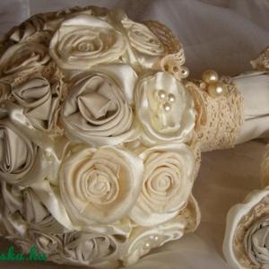 Csipkerózsika álma menyasszonyi csokor , Menyasszonyi- és dobócsokor, Esküvő, Virágkötés, Varrás, Megrendelésre készítettem a menyasszony ruhájának anyagából, csipkéből, szaténból, héjrózsából. Félg..., Meska