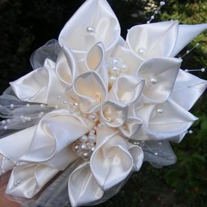 Calla Menyasszonyi csokor (kála csokor), Esküvő, Esküvői csokor, Hajdísz, ruhadísz, Selyemszaténból,saját kálatechnikával készítettem a kála virágokat ehhez a nagyon elegáns,kissé nyúj..., Meska