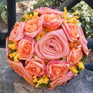 Narancs Kerek Csokor esküvőre,ballagásra, Esküvő, Esküvői csokor, Dekoráció, Otthon & lakás, Esküvői dekoráció, Virágkötés, Varrás, Narancssárga habrózsák és selyemből kézzel készített rózsák alkotják ezt a kis tömör,kerek csokrot.G..., Meska