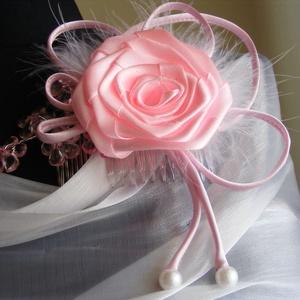 Rózsaszín Rózsás Hajfésű esküvőre -10 % kedvezmény, Esküvő, Hajdísz, ruhadísz, Esküvői ékszer, Menyasszonyi ruha, Minden esküvői hajdísznek jól illeszkedőnek és könnyűnek kell lennie. Ez a hajfésű megfelel ezeknek ..., Meska