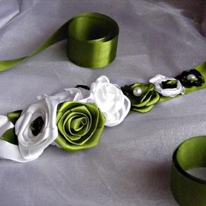 Esküvői Díszöv Fehér-Zöld, Esküvő, Kiegészítők, Öv & Pánt, Megrendelésre készítettem szaténból ezt az övet,menyasszonyi ruha kiegészítőjeként. Méret:az övpánt ..., Meska