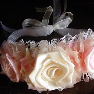 Virágözön hajpánt lányoknak esküvőre, Esküvő, Hajdísz, ruhadísz, Esküvői ékszer, Menyasszonyi ruha, Szaténból készítettem a rózsákat a hajpánthoz,melyeket szatén alapra dolgoztam rá,csipke szegéllyel ..., Meska