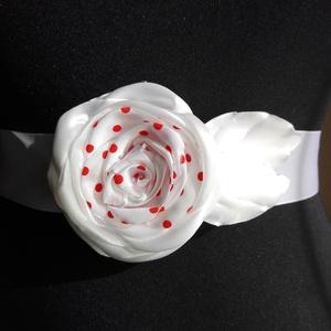 Rózsa öv menyecskeruhához, Esküvő, Esküvői ékszer, Hajdísz, ruhadísz, Menyasszonyi ruha, Szaténöv egyszerű eleganciával forgató vagy menyecskeruhához. Fehér,és piros pöttyös összeállítás. P..., Meska