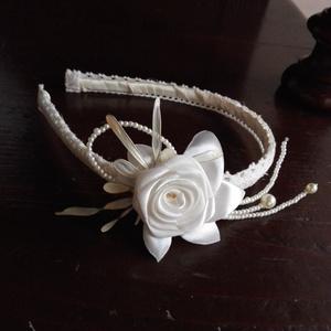 Hajpánt,csipke-rózsa, Esküvő, Táska, Divat & Szépség, Hajdísz, ruhadísz, Hajbavaló, Ruha, divat, Hajpánt,csipke-rózsa.Esküvőre menyasszonynak,koszorúslánynak de fotózáshoz is! Ekrü több árnyalata j..., Meska