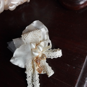 Kitűző esküvőre ,leveles-gyöngyös (eviara) - Meska.hu