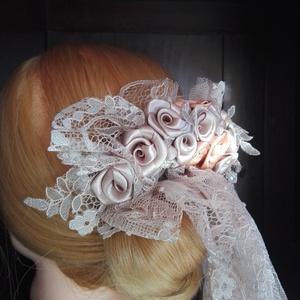 Fejdísz olasz csipkével, Esküvő, Esküvői ékszer, Hajdísz, ruhadísz, Menyasszonyi ruha, Virágkötés, Varrás, Szatén rózsákat íves  formában helyeztem el a capuccino csipke közé.A rózsák színvilága a csipkével ..., Meska