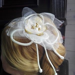 Aranyhaj Virágdísz,Hajdísz , Esküvő, Esküvői ékszer, Hajdísz, ruhadísz, Menyasszonyi ruha, Varrás, Virágkötés, Organzából,gyöngyökből és flitteres szirmokból állítottam össze egy virágos hajba valót. A szatén zs..., Meska