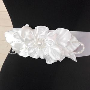 Esküvői öv,ruhadísz, Esküvő, Öv & Pánt, Kiegészítők, Szatén öv, kézzel készített virágrátéttel. Esküvőre,báli ruhákhoz,táncos ruhához... Más színben is k..., Meska