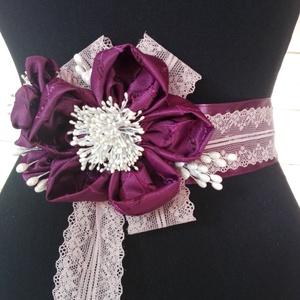 Lila virágos dísz öv, Esküvő, Hajdísz, ruhadísz, Táska, Divat & Szépség, Öv, Ruha, divat, Virágkötés, Varrás, \nSzatén,brokát és gyöngy alapanyagokból készült,csipke díszítéssel.Alkalmi,esküvői díszöv,fotózáshoz..., Meska