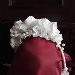 Fejdísz,hajpánt esküvőre, Esküvő, Esküvői ékszer, Hajdísz, ruhadísz, Menyasszonyi ruha, Fejdísz,hajpánt esküvőre.Szaténból készítettem a virágokat,a porzók ékszerdrótból,flitteres díszítés..., Meska