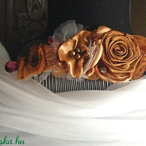 Őszi Sikk Hajdísz Rózsákkal, Esküvő, Hajdísz, ruhadísz, Táska, Divat & Szépség, Hajbavaló, Ruha, divat, Virágkötés, Varrás, Konty fésűre szatén és organza rózsákból készítettem díszítést.Hangulatos barna árnyalatok,szerintem..., Meska