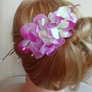 Tavaszi hortenziás hajdísz, Esküvő, Fésűs hajdísz, Hajdísz, A hortenzia virágok jó minőségű , selyem virág alapanyagból készültek. Lila, zöldes színű, stilizált..., Meska