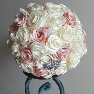 Rose menyasszonyi csokor, Esküvő, Esküvői csokor, Esküvői dekoráció, Menyasszonyi ruha, Menyasszonyicsokor, nem csak esküvőre. Koszorúslányok, ballagók is kaphatják vagy CSAK úgy. Szatén r..., Meska