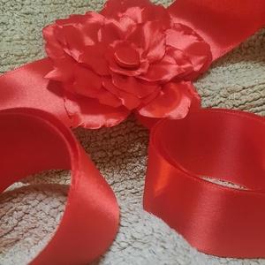 Piros, virágos öv, Esküvő, Kiegészítők, Öv & Pánt, Varrás, Szaténból készült öv, esküvőre és más alkalmakra. Pl: szalagavató, bál, tánc ruhához, menyecske ruhá..., Meska