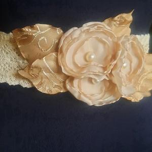 Csipke öv esküvőre, Esküvő, Kiegészítők, Öv & Pánt, Virágkötés, Varrás, Pamutcsipke öv , taft virágokkal, gyöngyös díszítéssel.\nRendelésre készült.\nDerék méretre szabva, há..., Meska
