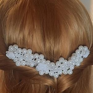 Menyasszonyi, gyöngyös hajdísz, Esküvő, Hajdísz, Fésűs hajdísz, Esküvőre készült , klasszikus eleganciával ez a hajdísz. Újabban megkedveltem a csomózott ékszereket..., Meska