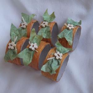 Szalvétagyűrűk natúr-romantikusan, 6 db, Otthon & Lakás, Konyhafelszerelés, Konyhai dísz, Varrás, Mindenmás, ... rafiából, virág alakú gombokkal - a természetesen egyszerű stílus kedvelőinek.\n\nAz ár 6 db-ra vo..., Meska