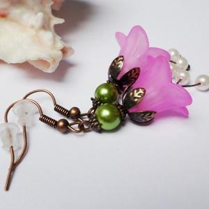 Rózsaszín harangvirág fülbevaló, Ékszer, Fülbevaló, Rózsaszín színekben készítettem el ezt a virágos fülit 3-3 4mm-es fehér tekla gyönggyel és 1-1 6mm-e..., Meska