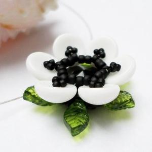 Fekete és fehér virág nyaklánc (Evii) - Meska.hu