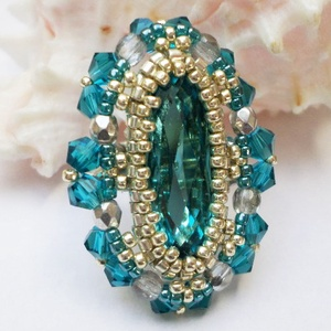 Türkiz swarovski gyűrű, Ékszer, Gyűrű, Elegáns és szép gyűrűt fűztem 21mm hosszú swarovski olivából, melyet delica gyöngyökkel foglaltam be..., Meska