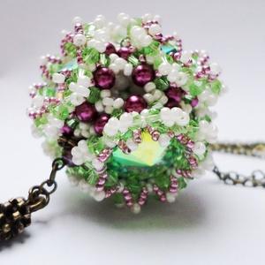 Flower Cube nyaklánc, Ékszer, Medál, Nyaklánc, Zöld, mályva és beige színű gyöngyökből és 6db 14mmes green ab színű rivoliból készítettem trytobead..., Meska