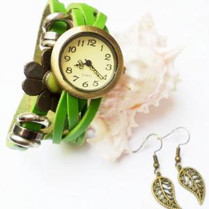 Zöld virág karóra/ékszeróra, Ékszer, Karkötő, Karóra, Különleges óra réz színű foglalatban zöld színű bőr szíjjal és fém gyöngyökkel. A virág dísze rögzít..., Meska