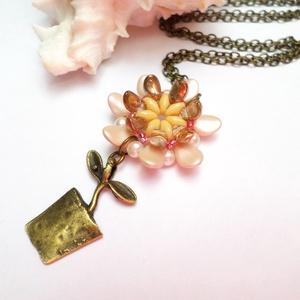Virág  cserépben, Ékszer, Medál, Nyaklánc, Ez a virág soha nem hervad el. :)  Szirom gyöngyökből készítettem el ezt a virágot. Cserép formába ü..., Meska