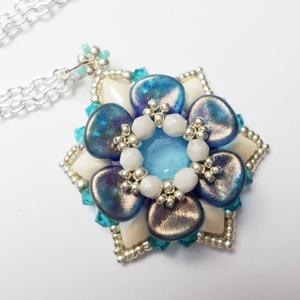 Kék Mira medál, Ékszer, Medál, Nyaklánc, Kék, beige és ezüst. Mindig jó párosítás. Ezek a színek egymást kiemelik, az ékszert pedig egy nagyo..., Meska