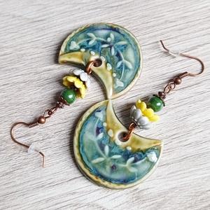 LIMONCELLO porcelánfülbevaló, Ékszer, Fülbevaló, Lógó fülbevaló, Ékszerkészítés, Gyöngyfűzés, gyöngyhímzés, A citromvirágok mellett megjelenik a sárga és zöld citrom színe is ebben a fülbevalóban. Szinte érez..., Meska