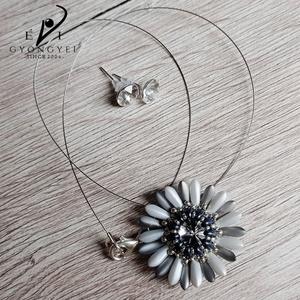 Matt ezüst virág fülbevalóval - Meska.hu