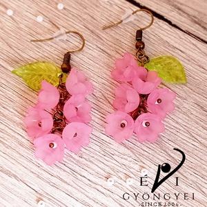 Rózsaszín virágfürt fülbevaló - ékszer - fülbevaló - lógó fülbevaló - Meska.hu