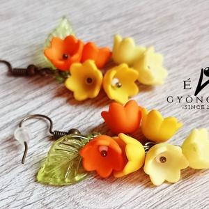 Napsárga virágfürt fülbevaló, Ékszer, Fülbevaló, Lógó fülbevaló, Romantikus, elegáns és nem utolsó sorban egyedi!  Akryl virágokból és levélkéből, réz színű szerelék..., Meska