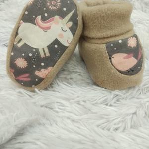 Baba cipő / mamusz - unikornisos, madárkás, Ruha & Divat, Babaruha & Gyerekruha, 3-4 hónapos korig. Talpa hossza 10,5 cm. A termék többféle variációban megtalálható az oldalamon.  P..., Meska