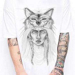 Indiános farkasos tetoválás grafikás férfi és női póló, póló egyedi illusztrációval, hipster póló, Táska, Divat & Szépség, Ruha, divat, Férfi ruha, Női ruha, Póló, felsőrész, Decoupage, transzfer és szalvétatechnika, Fotó, grafika, rajz, illusztráció, Saját, kézzel rajzolt grafikámmal nyomtatott környakas női-és férfi póló.\n\nPÓLÓK TÍPUSA & ANYAGA:\nPÓ..., Meska