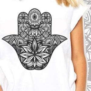 Hamsa mandala grafikás póló, egyedi férfi és női póló, póló egyedi illusztrációval, hipster póló, Táska, Divat & Szépség, Ruha, divat, Férfi ruha, Női ruha, Póló, felsőrész, Decoupage, transzfer és szalvétatechnika, Fotó, grafika, rajz, illusztráció, Egyedi grafikás póló\n\nElkészítési idő: 2-3 munkanap\nSzállítási idő: 2 munkanap\nEzért kérjük, hogy ös..., Meska