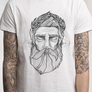 Zeusz grafikás póló, egyedi férfi és női póló, póló egyedi illusztrációval, hipster póló, Táska, Divat & Szépség, Ruha, divat, Férfi ruha, Női ruha, Póló, felsőrész, Decoupage, transzfer és szalvétatechnika, Fotó, grafika, rajz, illusztráció, Egyedi grafikás póló\n\nElkészítési idő: 2-3 munkanap\nSzállítási idő: 2 munkanap\nEzért kérjük, hogy ös..., Meska