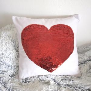 Valentin napi piros flitter szíves díszpárnahuzat (40x40cm) (EVYHomeDecor) - Meska.hu