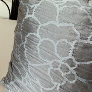 Szürkéskék, virág mintás díszpárnahuzat (40x40cm) - otthon & lakás - lakástextil - párna & párnahuzat - Meska.hu