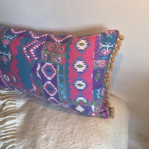 Színes marokkói stílusú, bohém díszpárnahuzat, 30x50cm-es Pom-pommal (EVYHomeDecor) - Meska.hu