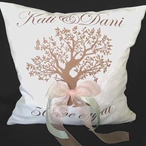 Évfordulós egyedi esküvői párna, nászajándék párna, egyedi esküvői ajándék díszpárnahuzat + belső; név + dátum (EVYHomeDecor) - Meska.hu